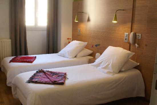 Hôtel Edmond Rostand : Chambre lit jumeaux