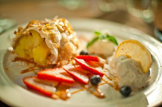 Austria Hof Restaurant: Apple Strudel