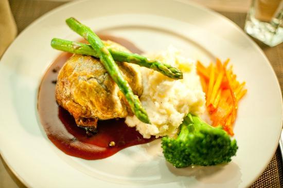 Austria Hof Restaurant: Beef Wellington