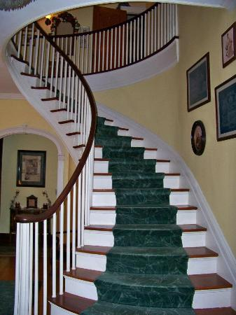 The Mountain Laurel Inn: Stairs