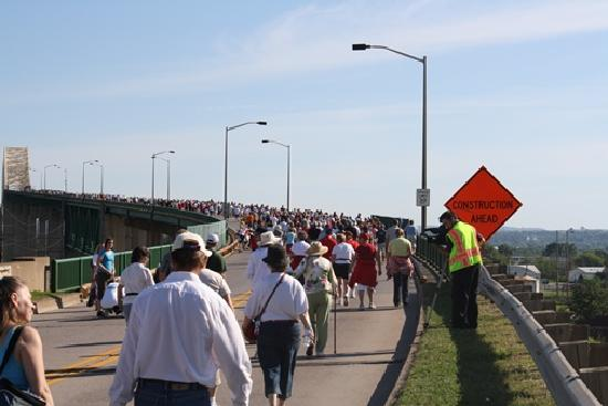Sault Ste. Marie, มิชิแกน: International Bridge Walk into Canada and Back