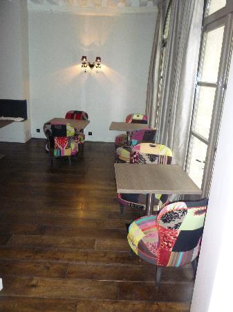 هوتل دي نوتردام: Dining Area