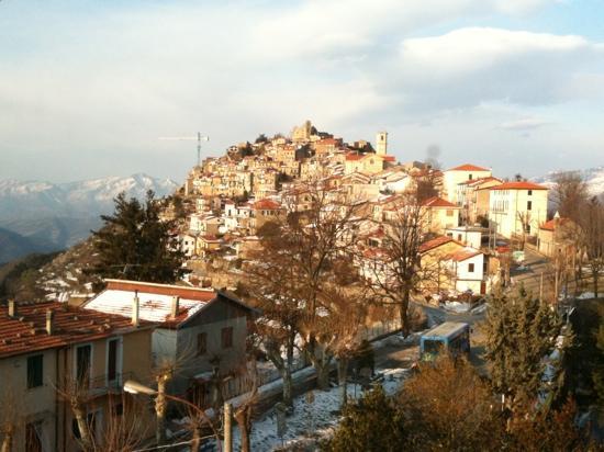 Bajardo, Italia: vista sul paese