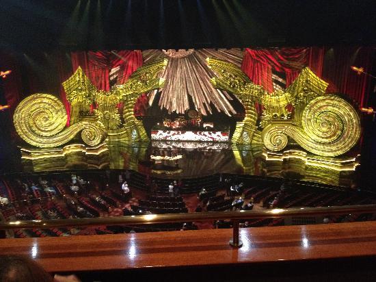 Elton John - The Million Dollar Piano: stage