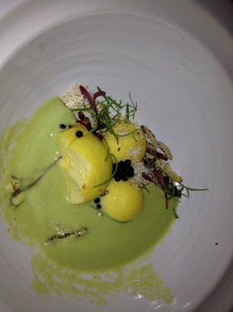 Makaron Restaurant: cauliflower popcorn & asperagus veloute