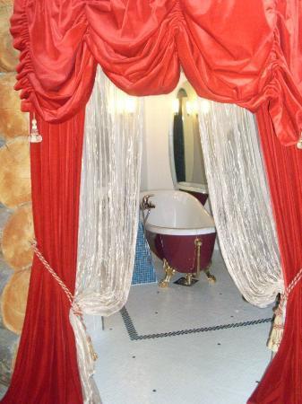 Kakslauttanen Arctic Resort: Queen suite - amazing bathroom!