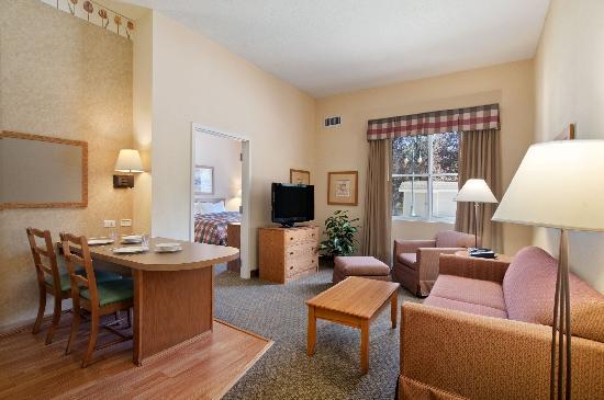 Homewood Suites by Hilton Houston Kingwood : separate living room