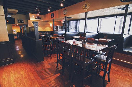 Bottlescrew Bill's Pub & Buzzards Restaurant and Bar: Buzzards Restaurant & Bar