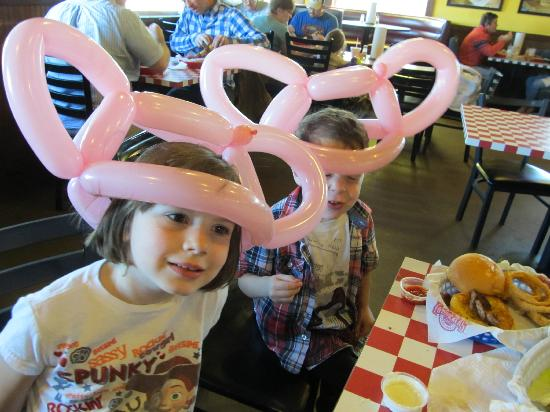 Fuddruckers: Kids loved the balloon guy and the food