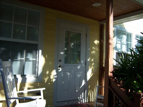 Travelers Palm Inn: Front door and porch to Chalet D'Amour cottage