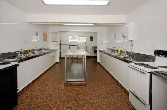 All Seasons Holiday Park Rotorua: Modern communal kitchen and cooking facilities