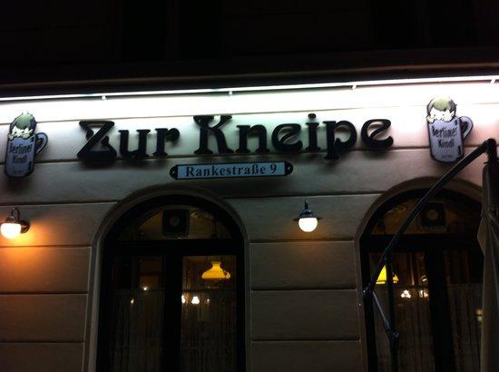 Zur Kneipe: Фасад ресторана