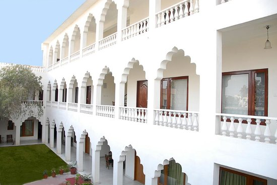 Rajasthan Palace Hotel: Hotel Porch View in Day light