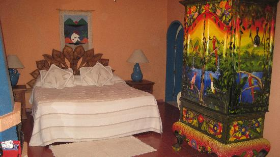 Los Artistas B & B: The Mango Room