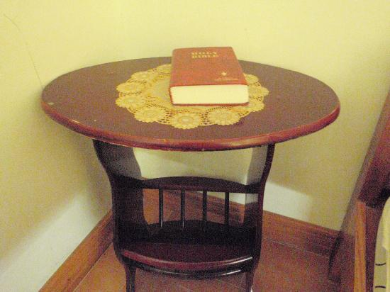Sunshine Place Boracay: bedside table with bible