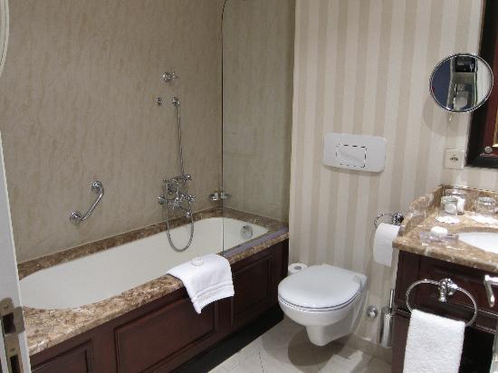 Hotel d'Angleterre: Bathroom1
