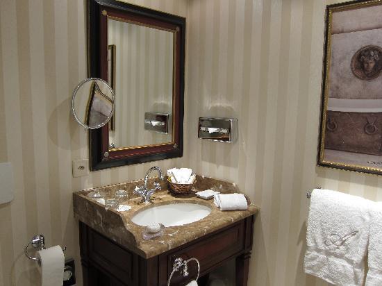Hotel d'Angleterre: Bathroom2