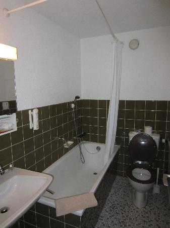 Hotel Surpunt: Bathroom is a bit dated