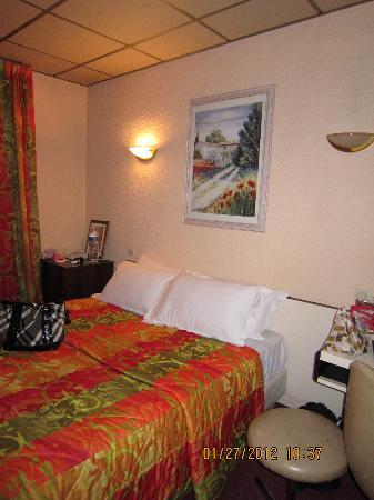โรงแรมบาทิโนลเลสวิลเลอร์: Room