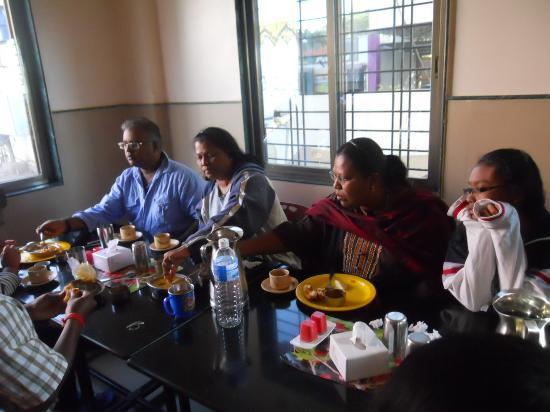 Hotel Sai Snehal : complimentary breakfast