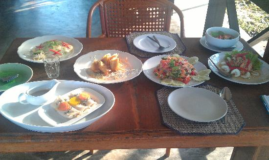 Health Oasis Resort: Feast after my cooking lesson :-)