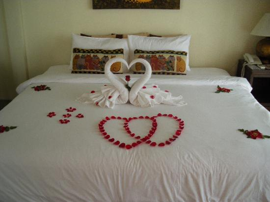 Secret Cliff Resort: Honeymoon room decoration