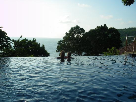 ซีเครท คลิฟ รีสอร์ท : Horizon pool