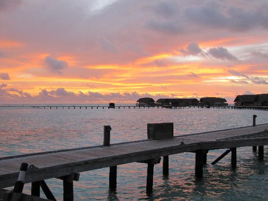 Cocoa Island by COMO : Sunrise on our last day
