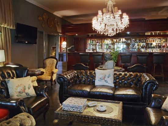 Shangri-La Country Hotel & Spa: Barry's Bar