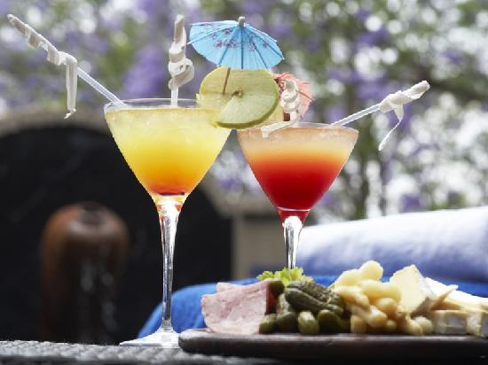 Shangri-La Country Hotel & Spa: Drinks at the Pool