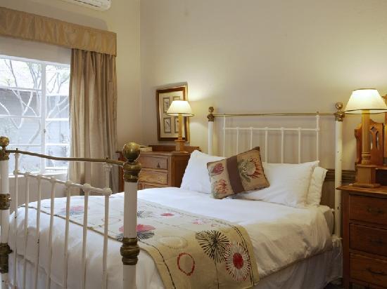 Shangri-La Country Hotel & Spa: Standard Room