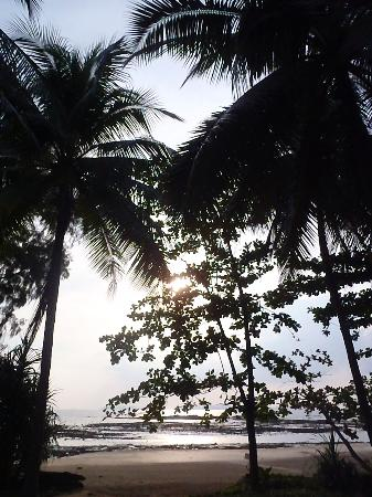 Koh Jum Beach Villas : coucher de soleil depuis la villa