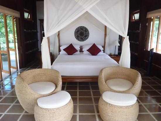 Koh Jum Beach Villas : chambre de la baan madelaine
