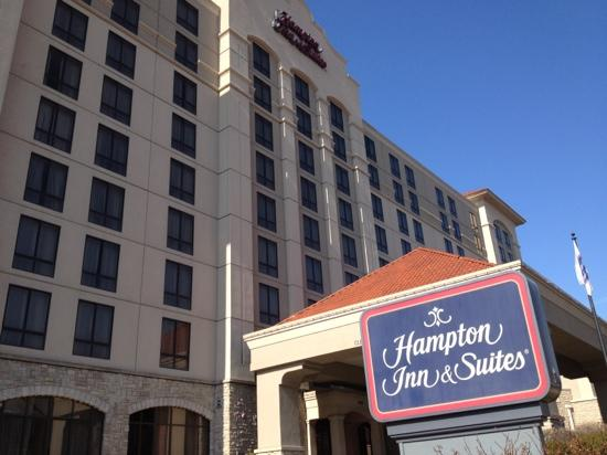 ‪هامبتون إن آند سويتس كانتري كلوب بلازا: Hampton Inn & Suites‬
