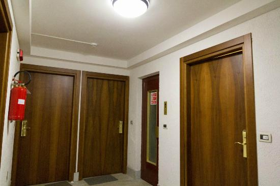 Casa Vacanze Bucaneve: Lift hall