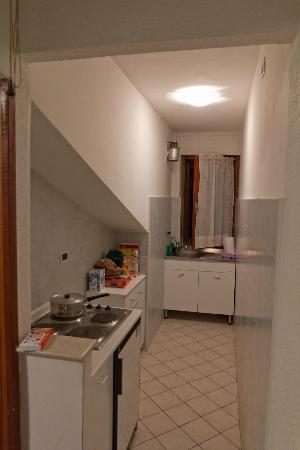 Casa Vacanze Bucaneve: Kitchen in 2-bedroom apartment