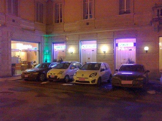 Ristorante Pizzeria Cremonese : L'ingresso della Pizzeria