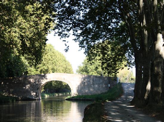 Castelnau-d'Aude, Prancis: le canal du midi