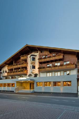 Hotel Alpenhof Flachau: New front of the hotel