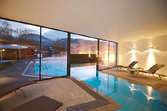 Hotel Alpenhof Flachau: Indoor and outdoor pool