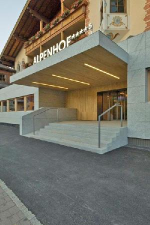 Design & Wellness Hotel Alpenhof: New hotel front