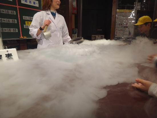 Science Museum: exploring the properties of liquid nitrogen
