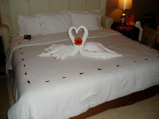 Grand Luxxe Riviera Maya: Towel Swans