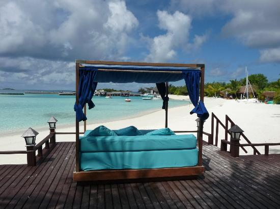 Sheraton Maldives Full Moon Resort & Spa: view from day bed, anchorage bar