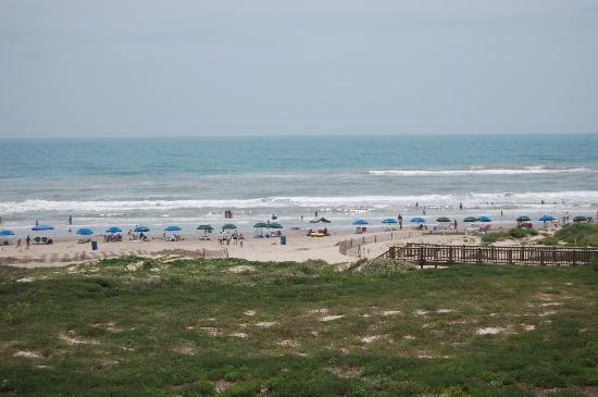 Hilton Garden Inn South Padre Island: The beach from the balcony