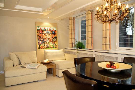 Dutch Masters Apartments: 1BR - Jeroen Bosch apartment