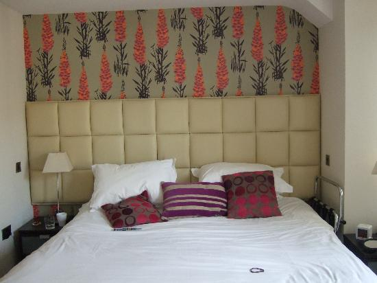 Ethos Hotel: Lovely quality bed and big too - room no 8