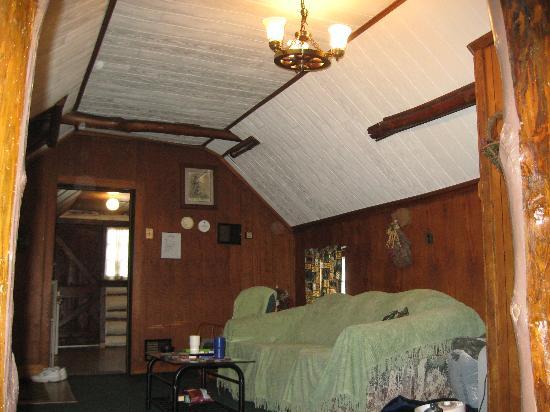 Leber's Log Cabins: Livingroom