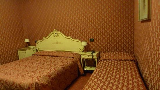 Hotel Mignon: room1
