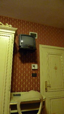 Hotel Mignon: small tv